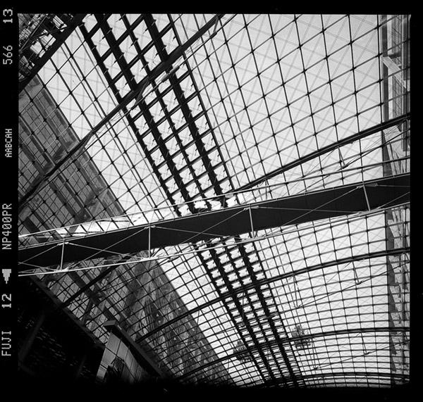 Dachstruktur und Tragwerk des Tonnendach am Hauptbahnhof Berlin ehem. Lehrter Bahnhof, Haupthalle, Südlicher Abschnitt - © bildraum-f | fotografie