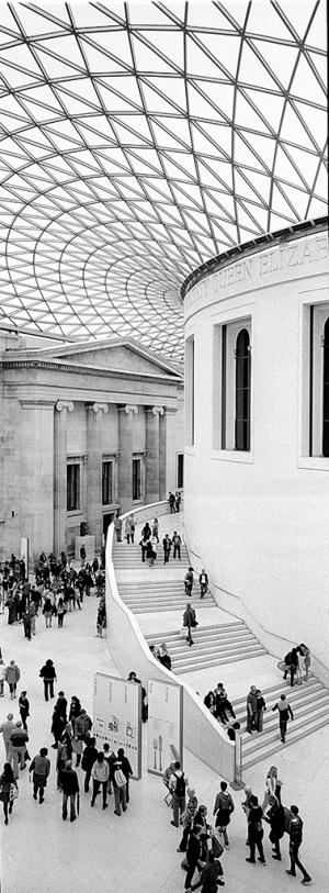 Überdachter Innenhof des British Museum in London, 2000, Architekt: Sir Norman Foster - © bildraum-f | fotografie